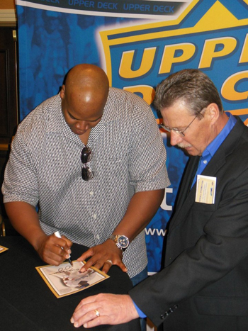 2013-Las-Vegas-Industry-Summit-Upper-Deck-Frank-Thomas-Autograph-Signing