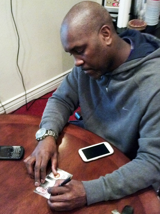 Gary-Payton-Autograph-Signing-All-Time-Greats-Basketball-2013