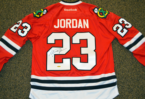 2013-National-Sports-Collectors-Convention-Diamond-Club-Event-Michael-Jordan-Autograph-Blackhawks-Jersey