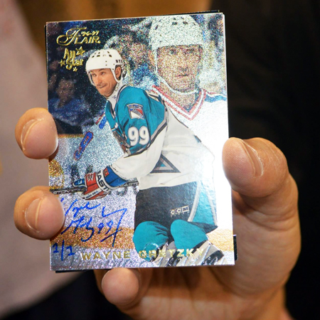 2013-National-Sports-Collectors-Convention-Fleer-Retro-Case-Break-Promotion-Gretzky-Buyback-Auto