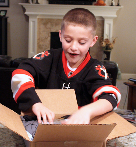 2012-13-NHL-The-Cup-Free-Pack-Kids-Excited-To-See-It