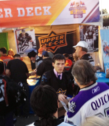 Kids-Kings-Fans-Collecting-Cards-Upper-Deck-LA-Stadium-Series-Mad-House