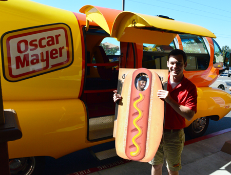 Upper-Deck-Happy-Birthday-Weiner-Mobile-Oscar-Mayer-Hot-Dog