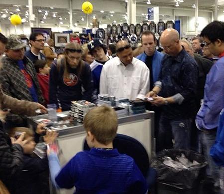Spring-Expo-Toronto-Sport-Card-Memorabilia-Upper-Deck-case-breaker-the-cup
