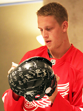 2014-NHLPA-Rookie-Showcase-Anthony-Mantha-Signing-Helmets