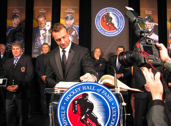 2014-Hockey-Hall-of-Fame-Enshrinement-Ceremony-Signing-Registrar-Blake
