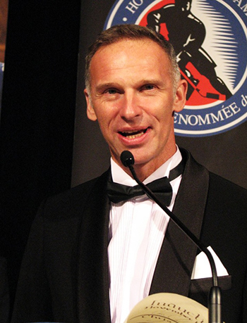 2014-Hockey-Hall-of-Fame-Enshrinement-Ceremony-Signing-Registrar-Hasek