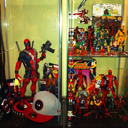 2014-Marvel-Premier-Upper-Deck-Deadpool-Fan-Collector-Cave-Collection-2