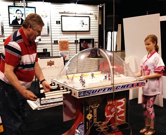 spring-sport-card-memorabilia-expo-fun-activity-trade-show-bubble-hockey-2