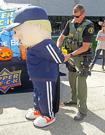 Upper-Deck-Trick-Trade-Charity-Law-Enforcement-Coach-Cardman-Arrest-1