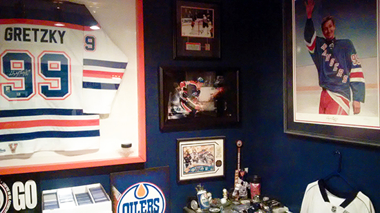 Upper-Deck-Random-Acts-of-Kindness-Edmonton-Oilers-Collector-Wests-Sportscards-Wayne-Gretzky-Man-Cave
