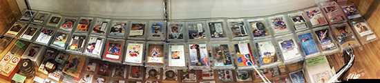 winnipeg-upper-deck-visit-hobby-shop-ajs-card-gretzky-autograph-display