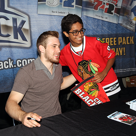 2017-nhl-draft-upper-deck-booth-autograph-session-tyler-motte-chicago-blackhawks-trade-panarin-columbus-young-photo-opp