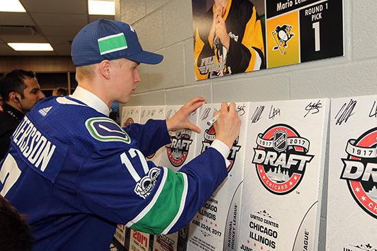 2017-nhl-draft-upper-deck-vancouver-canucks-draft-pick-sign