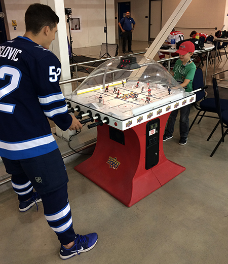2017-nhlpa-rookie-showcase-upper-deck-bubble-hockey-recreation-winnipeg-jets-superfan