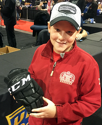 Upper-Deck-Sport-Card-Expo-Collector-Scores-Big-with-Case-Breaker-Nolan-Patrick-Autograph-Glove