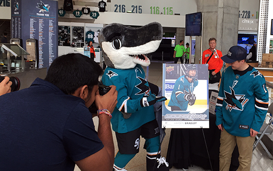 upper-deck-san-jose-sharks-hayden-bradley-young-guns-rookie-card-reveal-sharkie-2