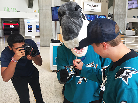 upper-deck-san-jose-sharks-hayden-bradley-young-guns-rookie-card-reveal-sharkie-autograph