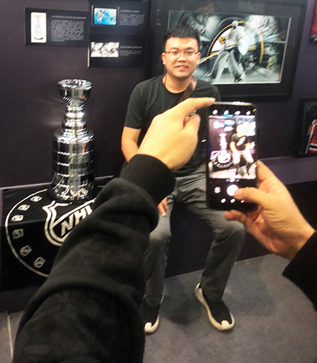2018-nhl-china-games-upper-deck-authenticated-uda-signed-stanley-cup-chinese-wayne-gretzky