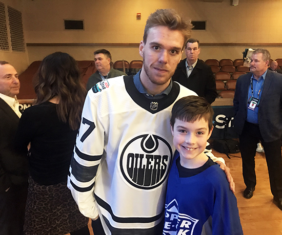 2019-upper-deck-nhl-all-star-media-day-kid-correspondent-player-connor-mcdavid-gary-bettman